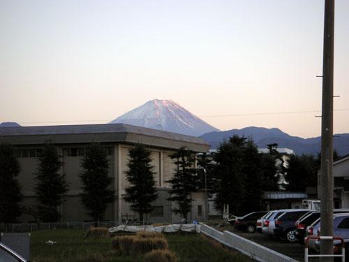 Audi 山梨駐車場からの富士山
